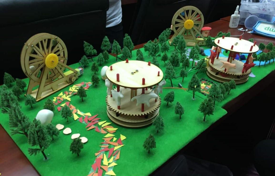 """Qcamp营员在Arduino课程中制作的""""我的乐园"""""""